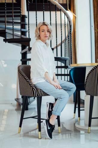 kotryna-bass-ootd-blogger-fashion-lookbook-nike-thea-mom-jeans-white-shirt