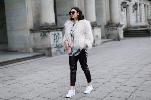 River-Island-Leather-Jogging-Pants-Look-Zara-Fake-Fur-Jacket-Asics-Gel-Lyte-III-white-women-girl-blog-Germany-Outfit-Streetstyle-Berlin-Samieze-Spring-Frühlingslook